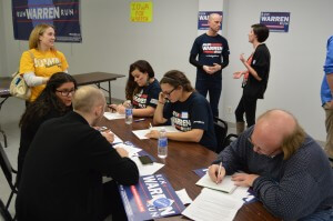 Warren supporters hit the phones at the end of the meeting