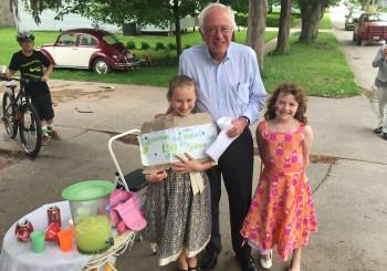 Bernie Sanders Gets Lemonade, Huge Crowds on Iowa Trip
