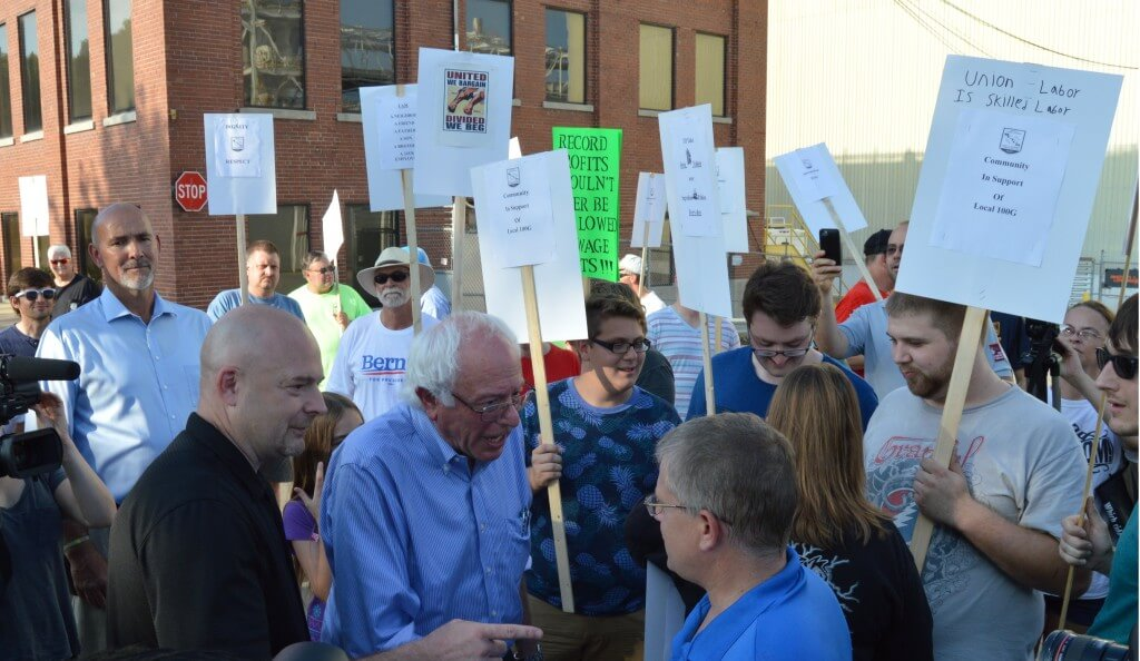 Sanders walks a picket line in Cedar Rapids, August 2015