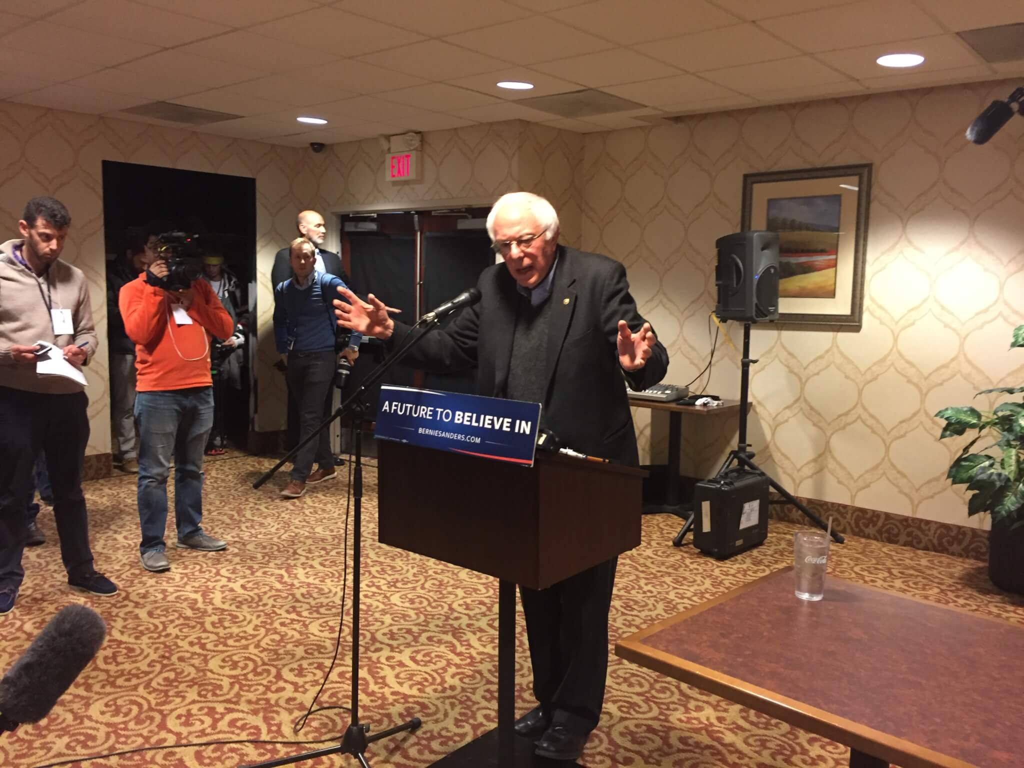 Sanders speaks to reporters in Marshalltown