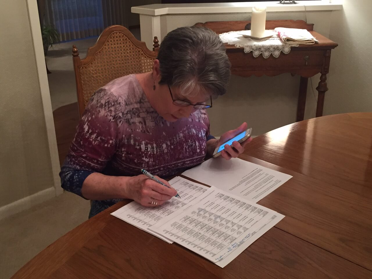 Clinton volunteer makes calls at a phone bank in Garden City