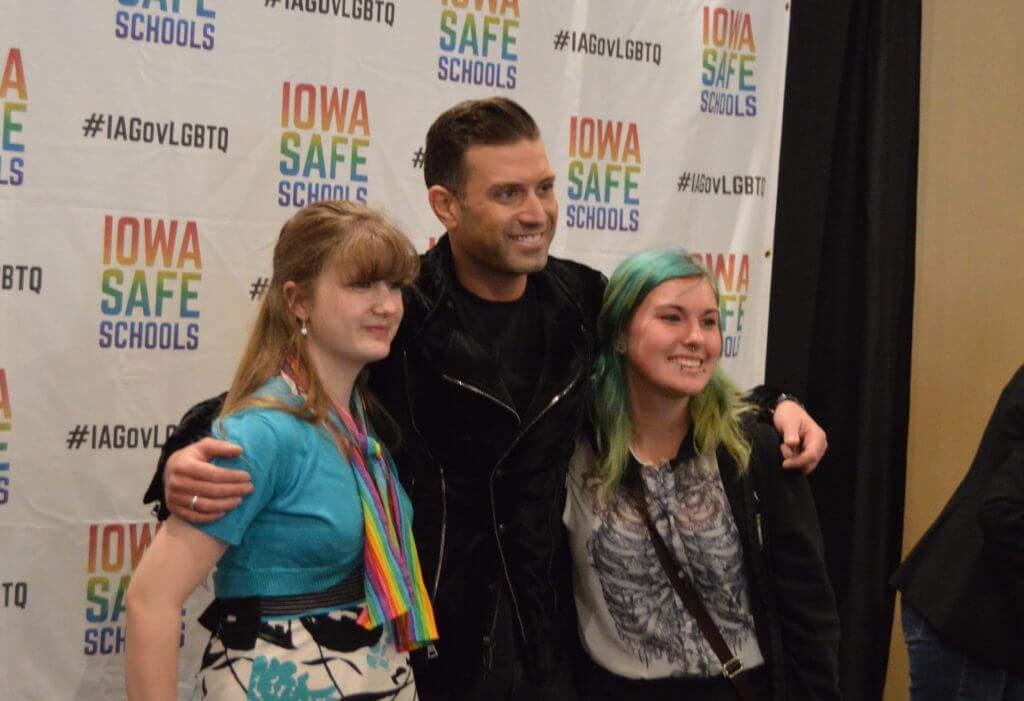 Omar Sharif, Jr poses for pictures with students