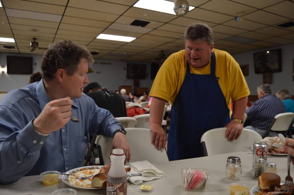 Murphy talks with longtime Dubuque labor allies at the dinner