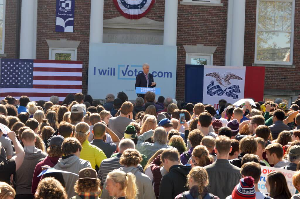 Bill Clinton speaks at Cornell College