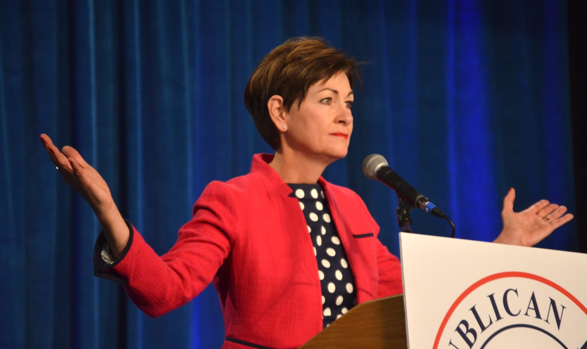 Kim Reynolds Disastrous First Months As Governor Iowa Starting Line